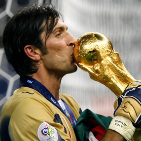 Буфон със Световната Купа